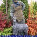 """Декоративная садовая фигура """"Бабка с козой"""""""